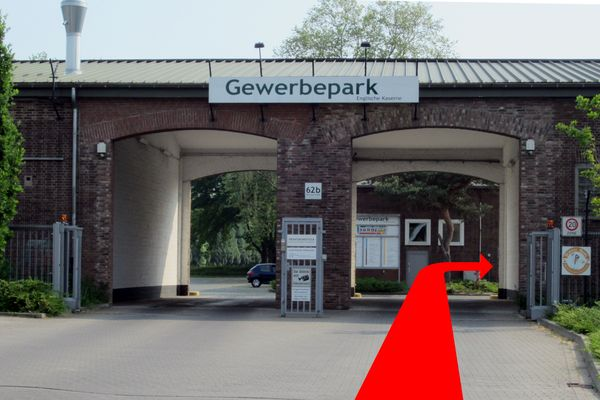 Einfahrt Gewerbepark, rechts zum Karate Dojo Nakayma Krefeld e.V.